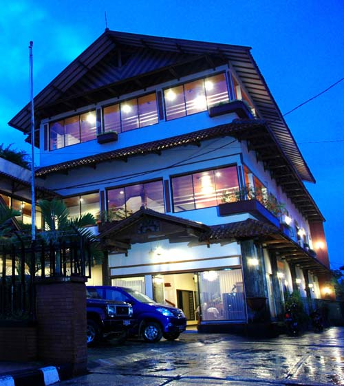 KENANGAN HOTEL Bandung Is Located Strategically In The Centre Of City Among Tourist Attraction Such As Pasar Baru Factory Outlet And Many Food